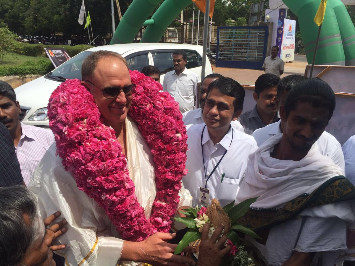 Watch Matthew Hayden Madurai kuthu Dance
