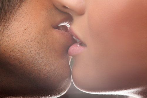 10 Crazy Facts About  Kissing