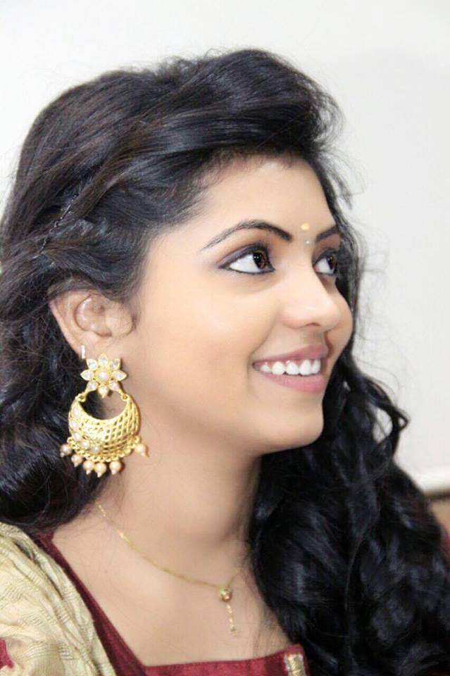 Athulya Ravi Kadhal Kan Kattuthe Actress Latest Images